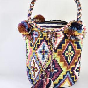 Mochila wayuu con trenzas