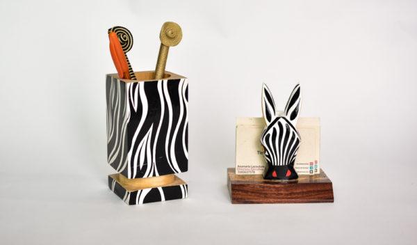 Set Porta lapices Tarjetero Madera Zebra