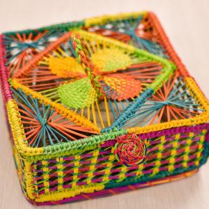 Caja pequeña rectangular en palma de iraca de colores