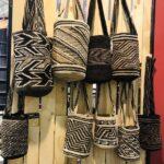 Mochilas arhuacas tejidas con diseño