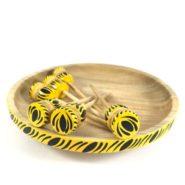 Plato y palillos artesanales en madera
