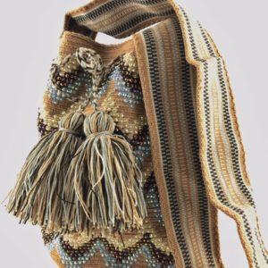 mochilas wayuu con piedras