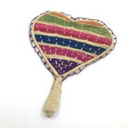 Abanicos en palma de iraca forma de corazón con borde decorado