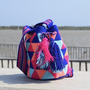 mochila wayuu mediana colores vivos