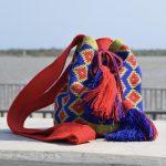 mochila wayuu mediana rojo verde azul