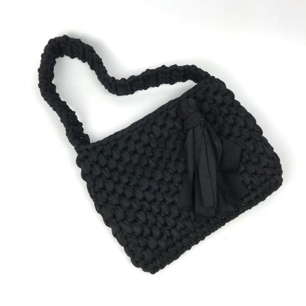 bolso negro en trapillo